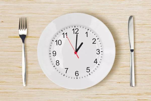 Antes de começar a prarticar o jejum intermitente é muito importante corrigir a alimentação (Foto: Thinkstock)