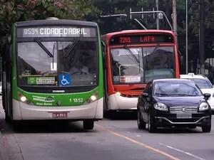 Ônibus circulam em São Paulo (Foto: Reprodução/TV Globo)
