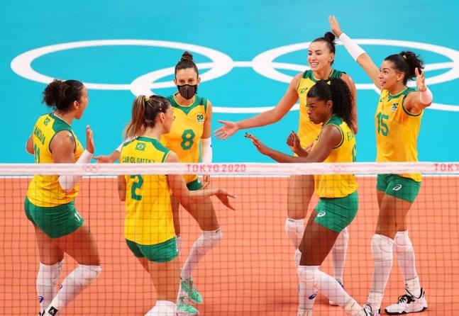 Seleção feminina de vôlei em ação nas Olimpíadas — Foto: Toru Hanai/Getty Images