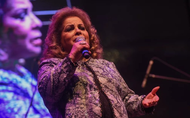 A cantora Ângela Maria, amiga de Cauby Peixoto, se emocionou no tributo ao cantor na Virada Cultural — Foto: Flavio Moraes/G1
