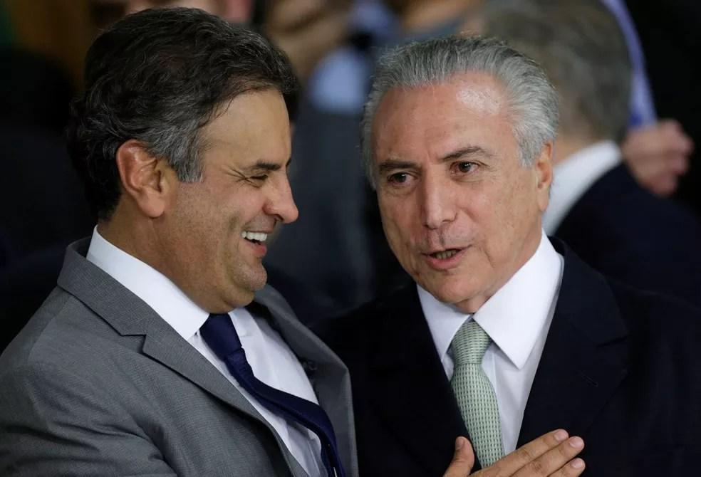 O senador afastado Aécio Neves (PSDB-MG) e o presidente Michel Temer, em maio de 2016, após Dilma Rousseff ser afastada da Presidência (Foto: Ueslei Marcelino/Reuters)