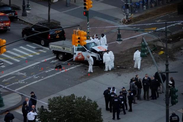 Policiais trabalham em local onde ocorreu ataque nesta terça-feira (31) em Nova York (Foto: Andrew Kelly/Reuters)