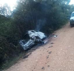 Carro incendiado após morte de PM em fazenda de Rondônia  — Foto: Polícia Militar/Divulgação