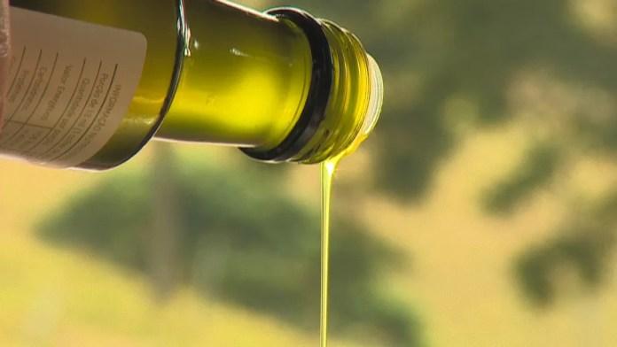 Fábrica clandestina de azeite foi descoberta em Guarulhos — Foto: Reprodução/TV Vanguarda