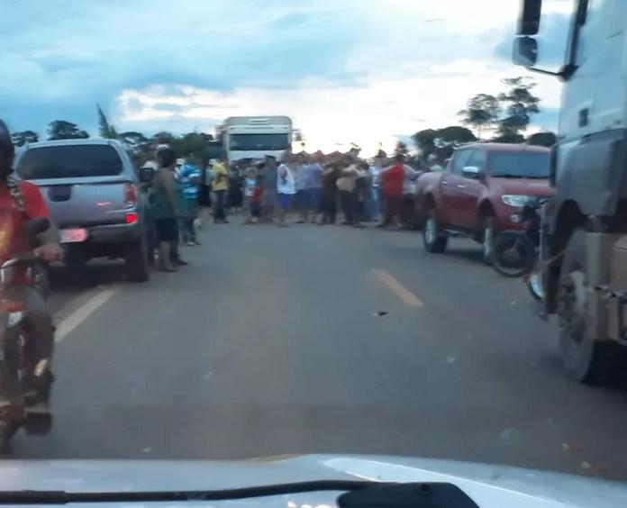 Manifestação em Vista Alegre do Abunã gera congestionamento no tráfego (Foto: PRF/ Divulgação)