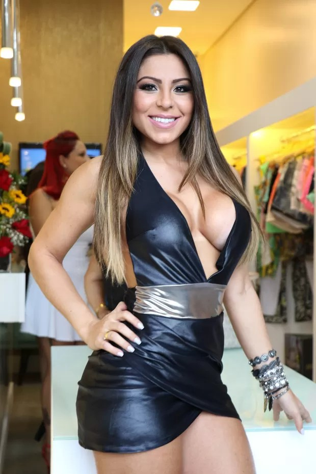 Andressa Ferreira, namorada de Thammy Miranda, posa decotada (Foto: João Barbosa / Ag. Fio Condutor)