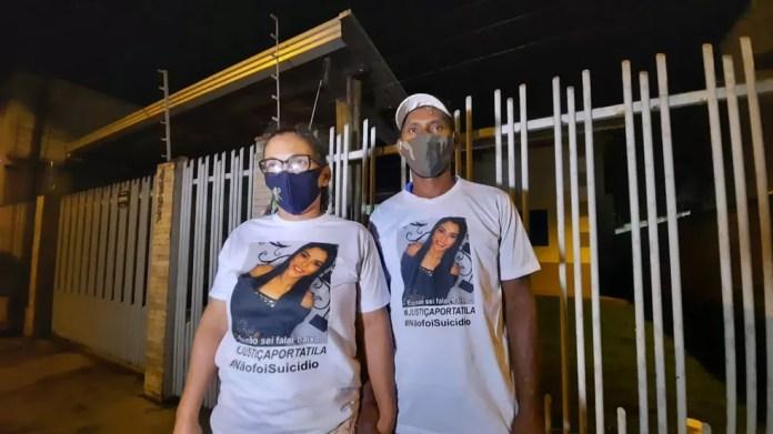 Pais de Tatila acompanham a reconstituição e defendem que a filha não cometeu suicídio — Foto: Luiz Martins/Rede Amazônica