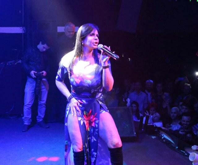 Cantora mora na França mas ainda faz shows pelo Brasil (Foto: Carlos Dias/G1)