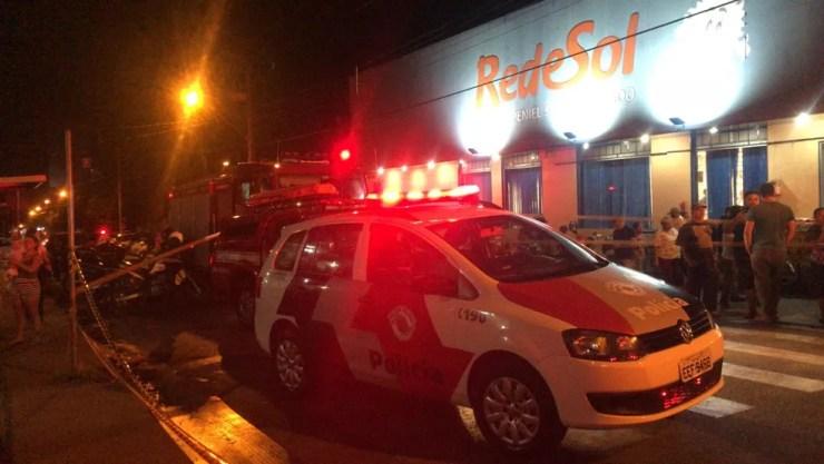 Carro desgovernado atingiu nove motocicletas e um carro na Vila Toninho, em Rio Preto (SP). Uma pessoa morreu e outras três ficaram feridas (Foto: Gridânia Brait/TV TEM)