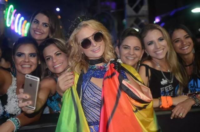 Paris Hilton se fantasiou de borboleta para o carnaval em Salvador (Foto: Márcio Reis/Ag Haack )