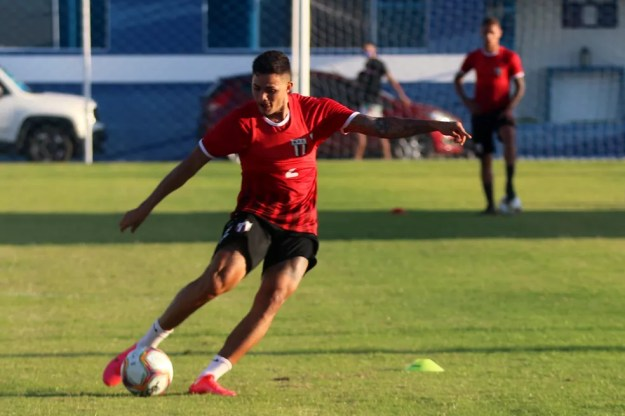 Val, lateral e volante do Botafogo-SP, retorna para enfrentar CRB em Alagoas — Foto: Divulgação/Agência Botafogo