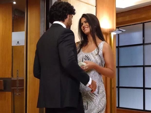 Isadora segue os conselhos de Ronaldo (Foto: Guerra dos Sexos / TV Globo)