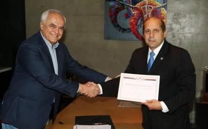Carlos Augusto de Barros e Silva (à esq.) e Roberto Natel: divergências (Foto: Rubens Chiri/saopaulofc.net)
