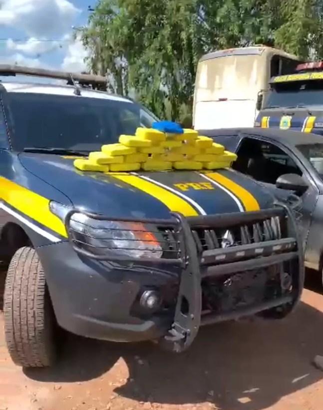 Droga foi apreendida durante fiscalização de rotina no bairro Santa Cecília, em Rio Branco — Foto: Reprodução/Polícia Rodoviária Federal