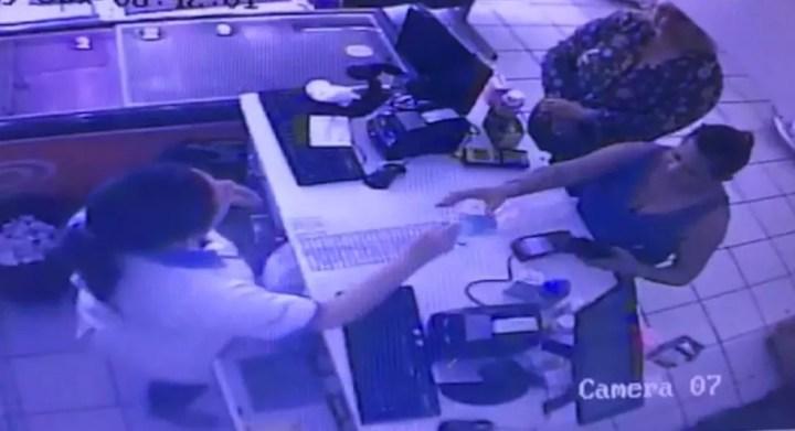 """Duas mulheres de 50 e 52 anos foram presas aplicando o """"golpe do troco errado"""" no comércio de Campo Grande segundo a polícia. — Foto: Polícia Civil/Divulgação"""