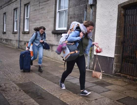 Turismo colaborativo: determinar as atividades que poderiam ou não ser adotadas nesse âmbito é apenas o primeiro passo para evitar que turistas sejam explorados (Foto: Getty Images)