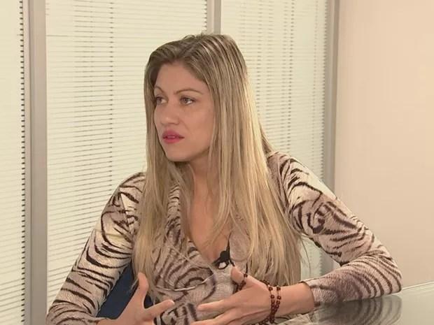 Mulher espera que o marido sobreviva  (Foto: Reprodução / TV TEM)