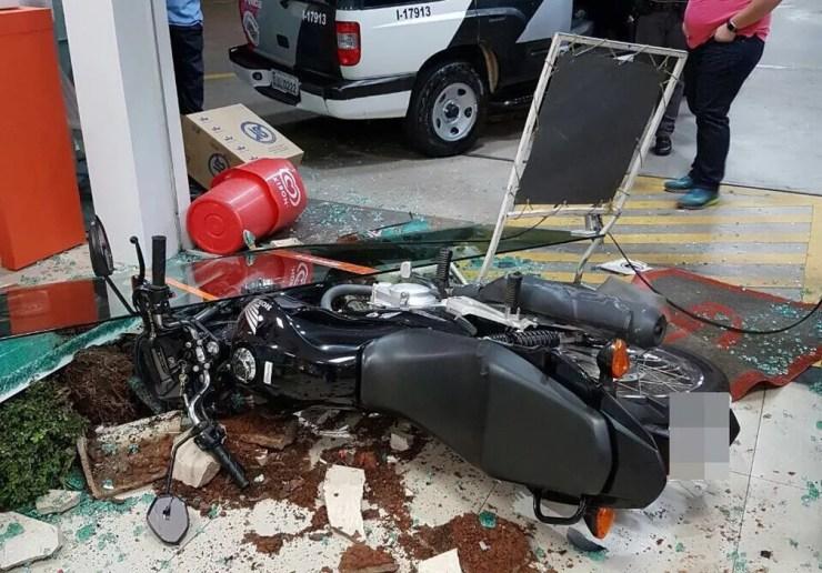 Parte da conveniência ficou destruída (Foto: Arquivo Pessoal)