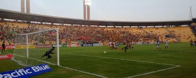 Douglas Oliveira faz gol de pênalti pelo Sampaio contra o Boa Esporte (Foto: Afonso Diniz / GloboEsporte.com)