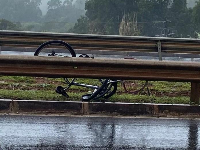 Bicicleta de ciclista atropelado no DF ficou retorcida  — Foto: Arquivo pessoal