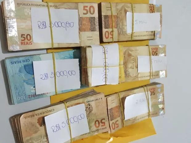 Dinheiro apreendido durante operação da PF em Camutanga, PE (Foto: Divulgação/Polícia Federal)