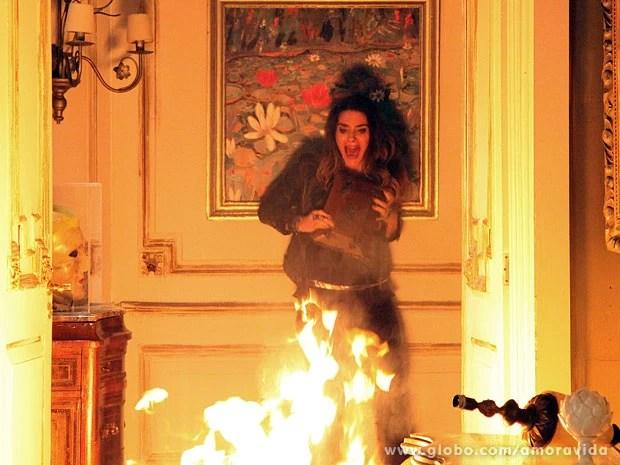 Leila morre queimada (Foto: Carol Caminha/TV Globo)