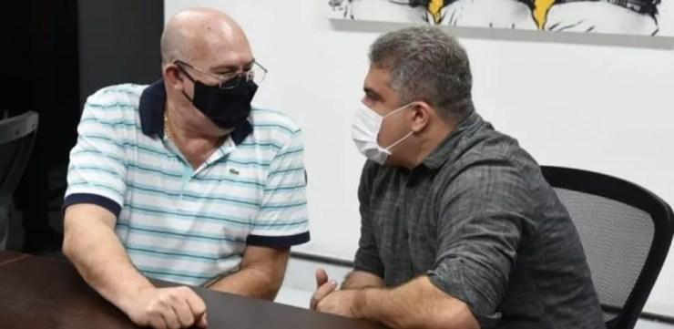 Andrés Rueda e Orlando Rollo fazem reunião na Vila Belmiro — Foto: Santos F.C