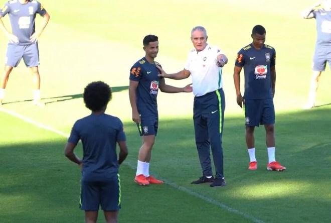 Hélio com o técnico Tite — Foto: Divulgação/CBF