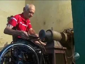 Antônio Carneiro fez todo o trabalho em uma oficina que fica no fundo da casa onde mora (Foto: Reprodução/TV Subaé)