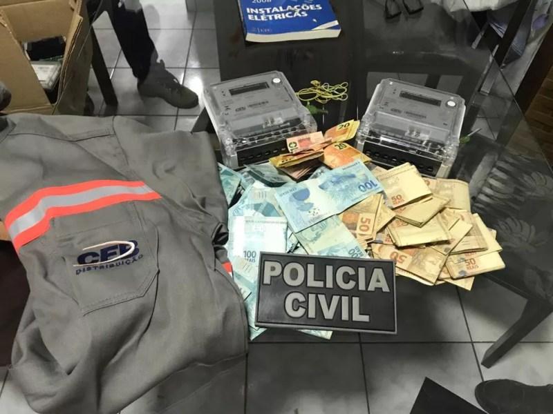 PCDF cumpre mandados de buscas em endereços de sevidores e ex-funcionários da CEB   — Foto: PCDF/Divulgação