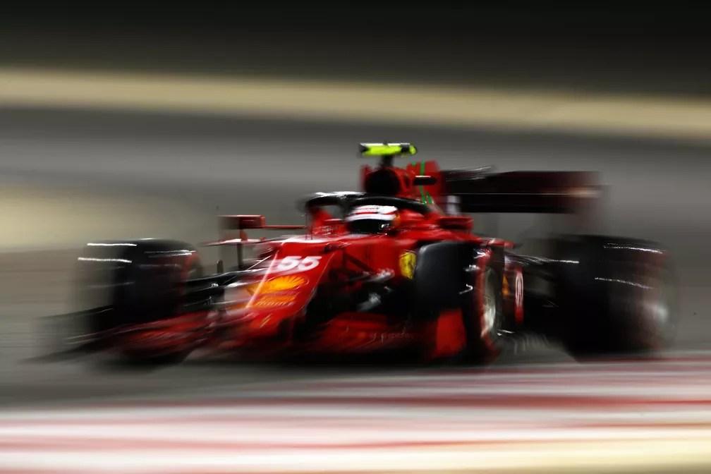 Após ano tenebroso, Ferrari, agora com Carlos Sainz Jr., parece ter dado um passo à frente — Foto: Joe Portlock/Getty Images
