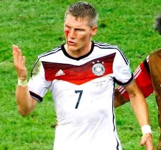 Schweinsteiger sangrando final Alemanha x Argentina (Foto: Reuters)