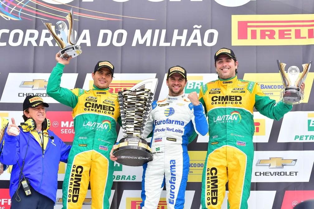 Daniel Serrá comemora a vitória na Corrida do Milhão da Stock Car (Foto: Fernanda Freixosa/Vicar)