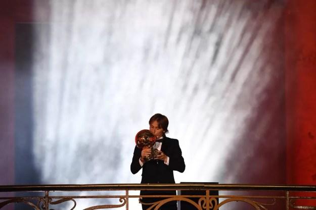 Luka Modric é o primeiro croata a ganhar a Bola de Ouro — Foto: Reuters