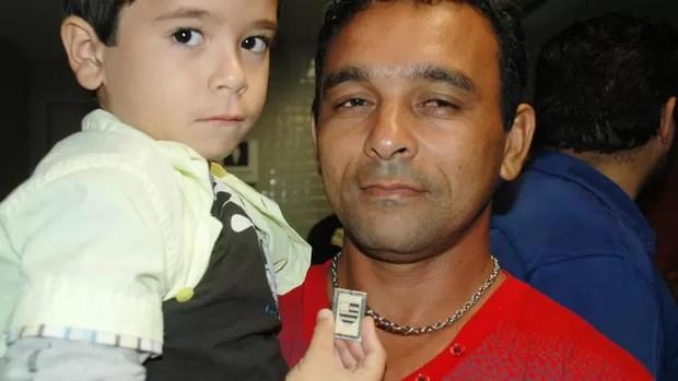 sebastião inácio e o filho de 6 anos (Foto: Cadu Vieira / Globoesporte.com/pb)