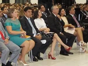 Luciano Cartaxo recebeu o diploma de prefeito ao lado de sua esposa (Foto: Jorge Machado/G1)