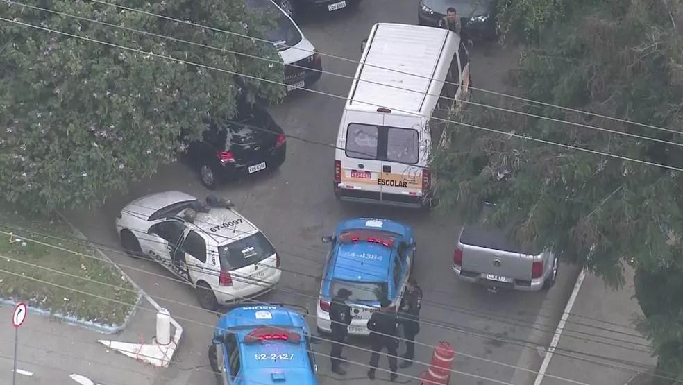 Van escolar foi localizada em São Gonçalo e crianças estão bem (Foto: Reprodução / TV Globo)