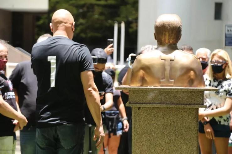 Ronaldo Giovanelli ganha busto no Corinthians — Foto: José Manoel Idalgo/Ag. Corinthians