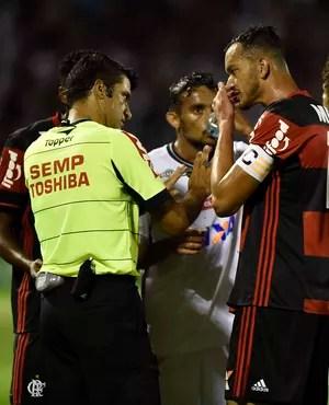 fla-flu confusão gol henrique (Foto: André Durão / GloboEsporte.com)