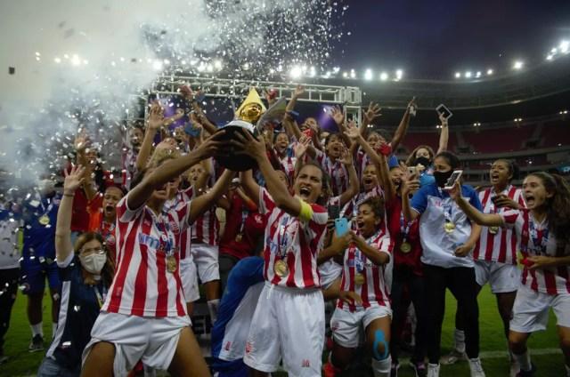 Náutico campeão do Pernambucano feminino 2020 sobre o Sport — Foto: Fernanda Acioly / Náutico