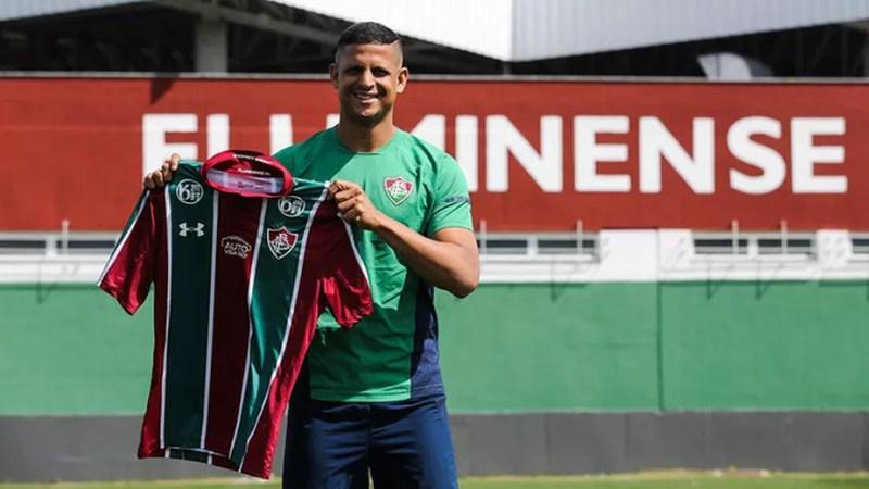 Fluminense anuncia oficialmente o centroavante Lucão, ex-Goiás
