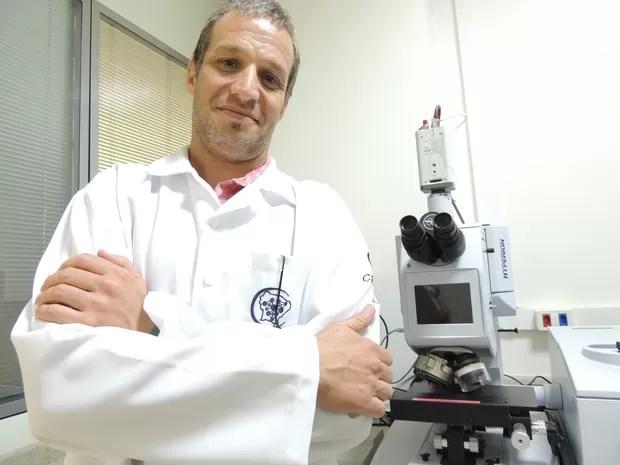 Pesquisador de Pernambuco cria fórmula para combater cárie sem broca de dentista (Foto: Thays Estaquer)