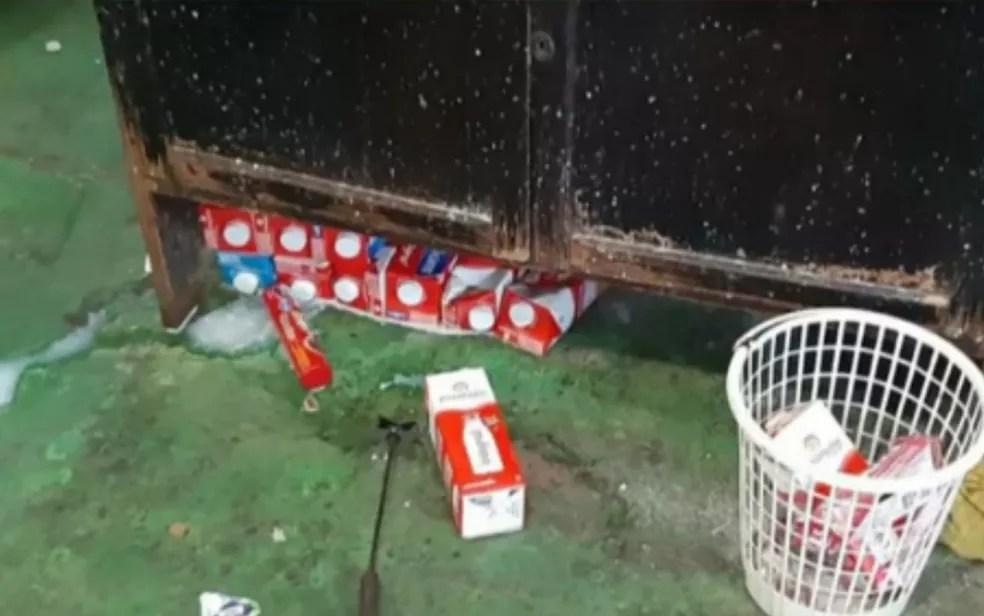 Lei das crianças eram armazenados no chão da casa, em Goianésia — Foto: Reprodução TV Anhanguera