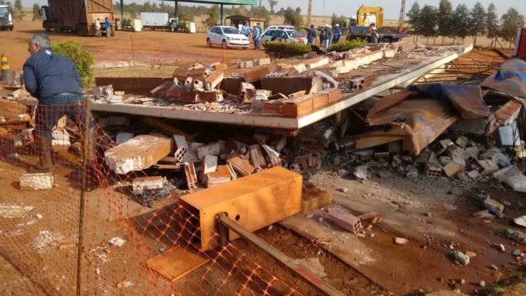 Um homem morreu após caminhão bater em guarita, que desabou em Pontes Gestal (Foto: Arquivo pessoal)