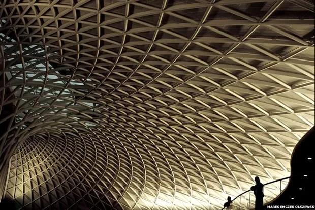 O outro título de menção honrosa foi concedido a esta fotografia da estação de King's Cross, em Londres, de autoria de Marek Emczek Olszewski (Foto: Marek Emczek Olszewski)