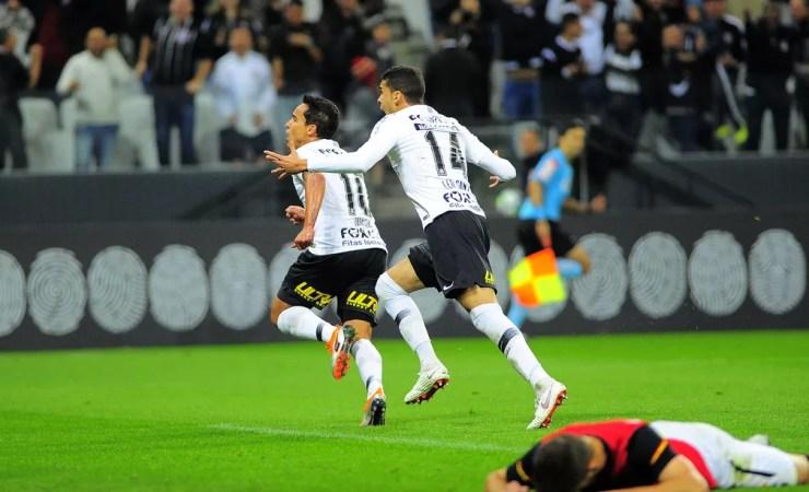 Corinthians tem vitória importante sobre o Sport, com boa atuação de Jadson — Foto: Marcos Ribolli