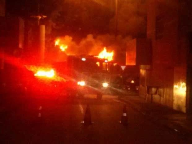 Incêndio que atingiu posto da PM de Santa Maria, no DF (Foto: Radar Santa Maria/Divulgação)
