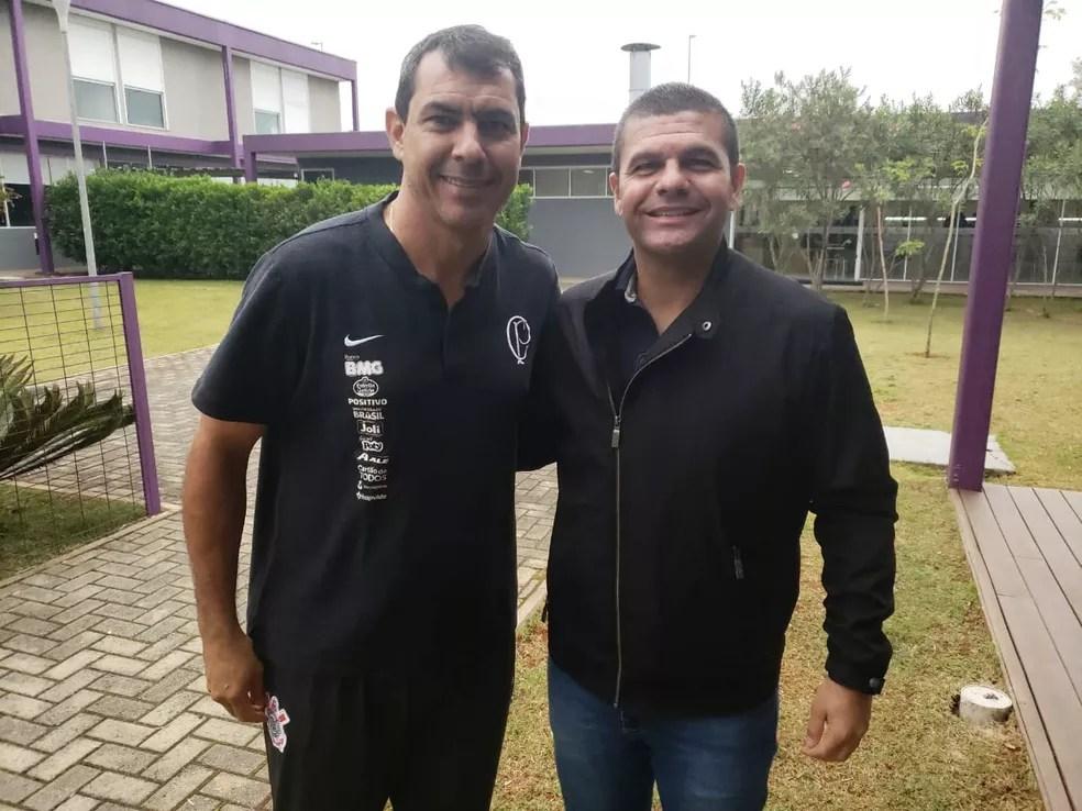 Fábio Carille e Umberto Louzer, ex-técnico do Coritiba, no CT do Corinthians — Foto: Divulgação