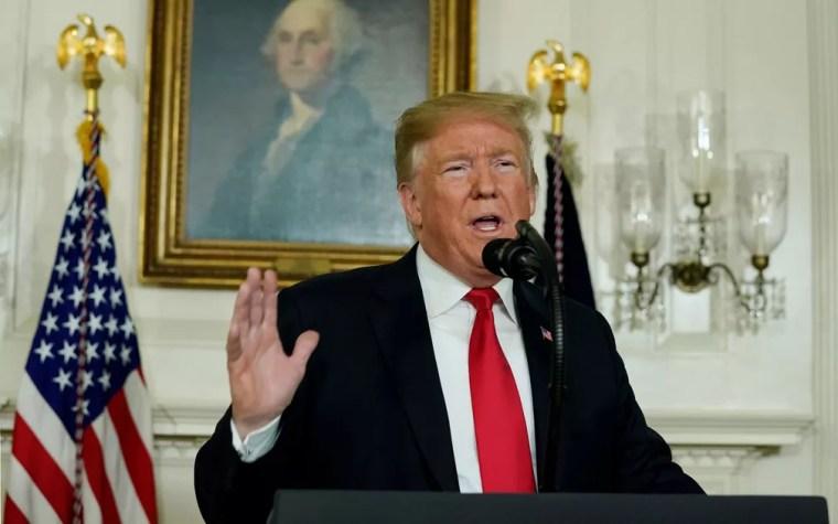 O presidente dos EUA, Donald Trump, durante pronunciamento sobre sua proposta para a fronteira com o México, na Casa Branca, no sábado (19) — Foto: Reuters/Yuri Gripas