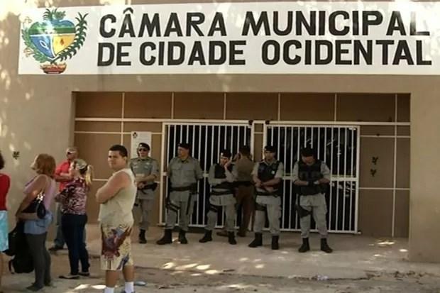 Cidade Ocidental tem dia de greve de ônibus, protestos e confronto, em Goiás (Foto: Reprodução/TV Anhanguera)